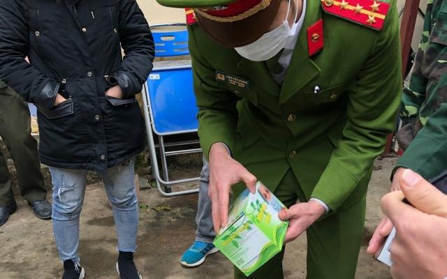 Cao Bằng: 3 đối tượng bị bắt giữ vì mang khẩu trang sang Trung Quốc bán