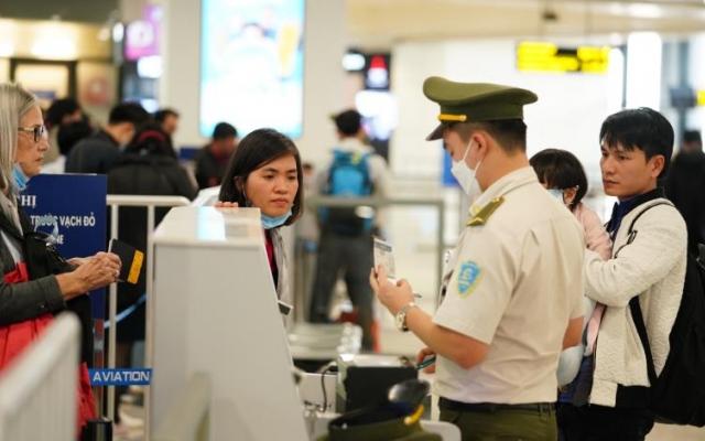 Hà Nội yêu cầu tạm dừng cấp visa cho du khách đến từ vùng dịch virus corona