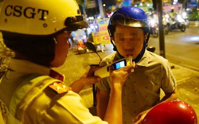 Bắc Giang phạt nặng hai người điều khiển ô tô có nồng độ cồn, tước GPLX 23 tháng