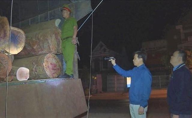 Đắk Lắk: Phát hiện tài xế dùng hồ sơ giả để vận chuyển gỗ lậu
