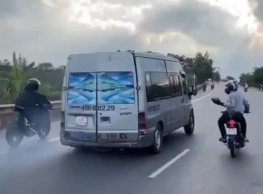 Lâm Đồng: Triệu tập nhóm thanh niên ném đá xe khách trên quốc lộ 20