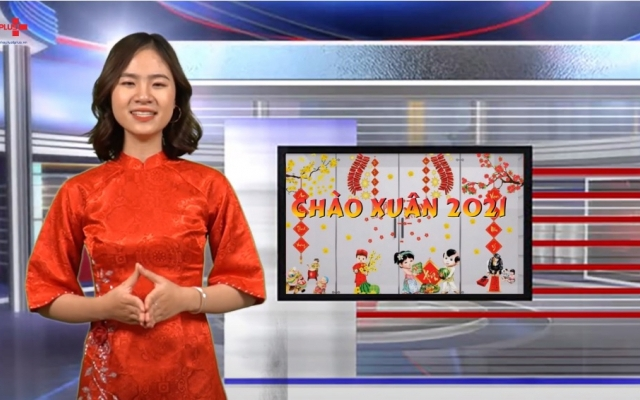Chào Xuân 2021: Độc đáo áo dài cách tân gia đình ngày Tết