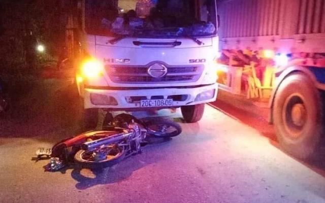 Bắc Kạn: Xe máy đấu đầu xe tải khiến 1 người tử vong
