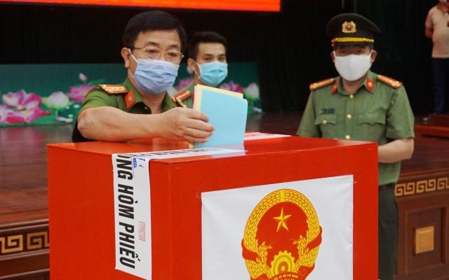 Cán bộ chiến sỹ Công an tỉnh Đắk Lắk bầu cử sớm, tuân thủ nghiêm công tác phòng dịch Covid-19