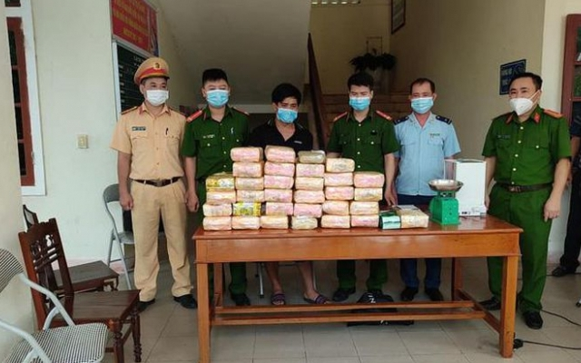 Nhận 20 triệu đồng để chở thuê 30kg ma túy đá, một người đàn ông bị bắt