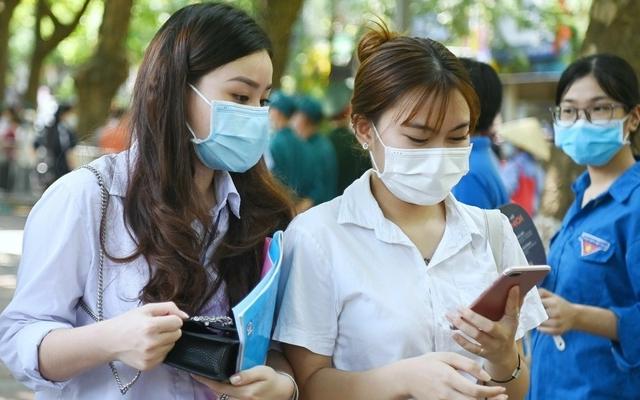 Đinh Thị Kim Ngân quê Nghệ An là thủ khoa khối C toàn quốc với 29,25 điểm