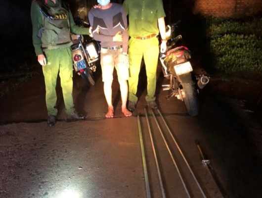 Gia Lai: Truy bắt các đối tượng mang hung khí gây rối trật tự
