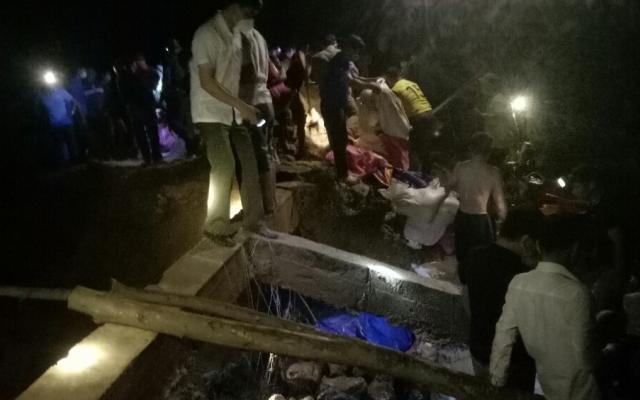 Nghệ An: Vỡ đập Bàn Vàng, hàng trăm người vác đất chặn nước trong đêm