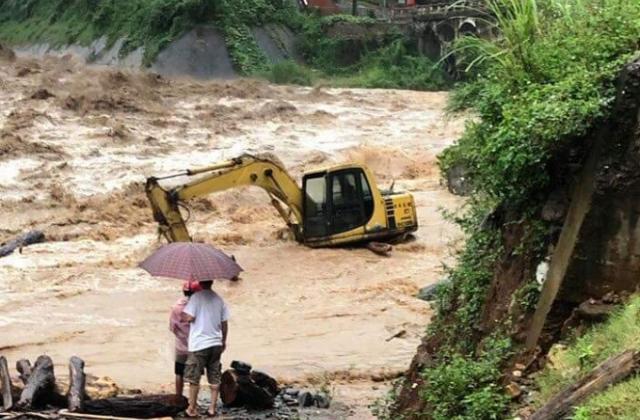 Mưa lớn gây ra lũ cục bộ ở Yên Bái 