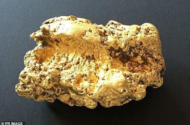 Thức trắng 3 đêm không ngủ vì đào được cục vàng nặng 2 kg