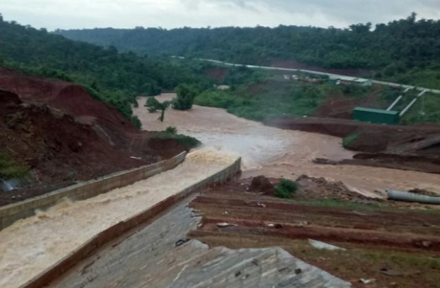 Nguy cơ vỡ hồ thuỷ điện Đắk Kar, hàng nghìn hộ dân phải sơ tán khẩn cấp