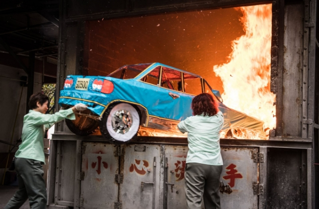 Không phải cứ đốt nhà lầu, xe hơi,