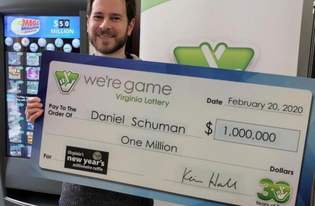 Cả đời không chơi xổ số, bỗng trúng 23 tỷ nhờ vé vợ tặng