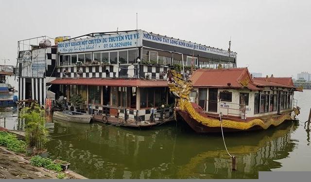 Du thuyền xa hoa thành phế thải án ngữ hồ Tây