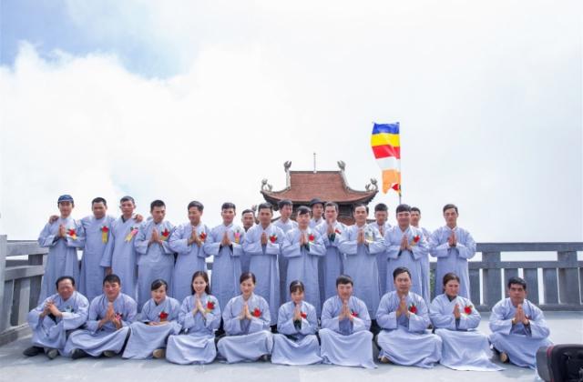 Hàng ngàn Phật tử nô nức bái Phật, cầu an ngày Lễ Vu Lan tại Fansipan