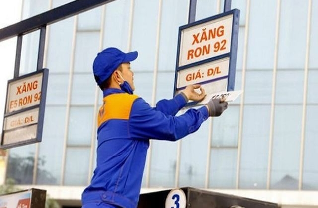 Giá xăng giảm 380 đồng/lít, vẫn giữ mức trên 20.000 đồng/lít