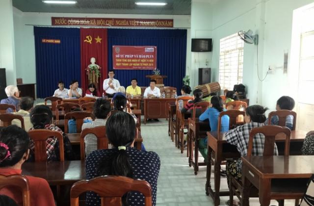 Ninh Thuận: Tọa đàm, hỗ trợ tư pháp và tặng quà cho những gia đình chính sách