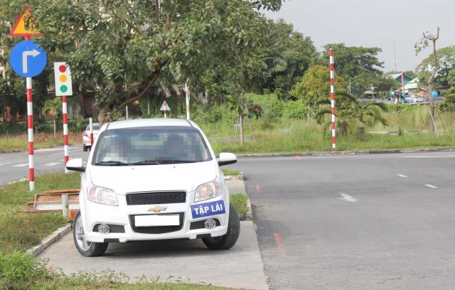 TP HCM: Đình chỉ tuyển sinh 5 cơ sở đào tạo lái xe có giáo viên dùng chứng chỉ giả