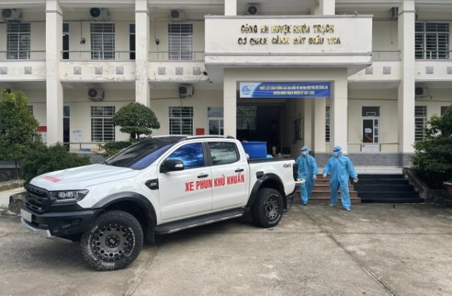 """""""Biệt đội"""" tình nguyện phun xịt khử khuẩn ở Nhơn Trạch"""