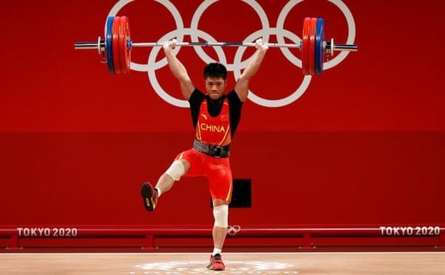 Phá kỷ lục của Olympic khi chỉ đứng 1 chân, VĐV Trung Quốc trở thành huyền thoại