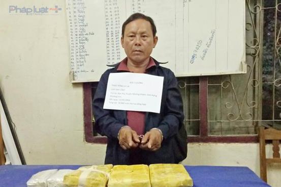 Bắt đối tượng người Lào vận chuyển 18.000 viên ma túy