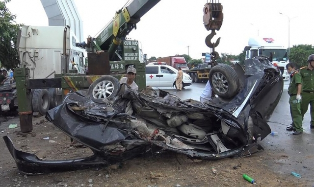 Ủy ban an toàn giao thông quốc gia chỉ đạo làm rõ vụ xe container đâm ô tô khiến 5 người thiệt mạng