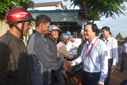 Bộ trưởng Phùng Xuân Nhạ vào Tây Nguyên