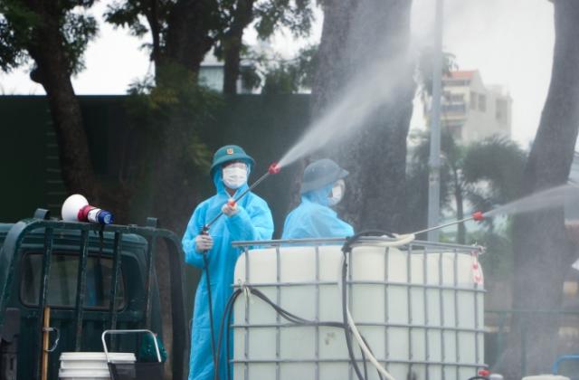 TP Thủ Đức, huyện Bình Chánh được quân đội phun khử khuẩn