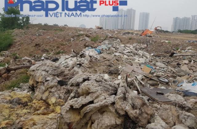 """""""Núi"""" phế thải cao như nhà tầng: Trưởng CAP Xuân La né báo chí, ai sẽ dọn dẹp bãi thải này"""
