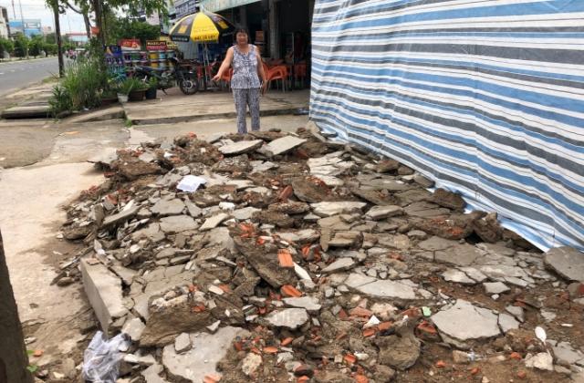 Cà Mau: Làm kệ sắt chứa gỗ tạp trên đất ở lại bị xử phạt xây nhà không phép?!