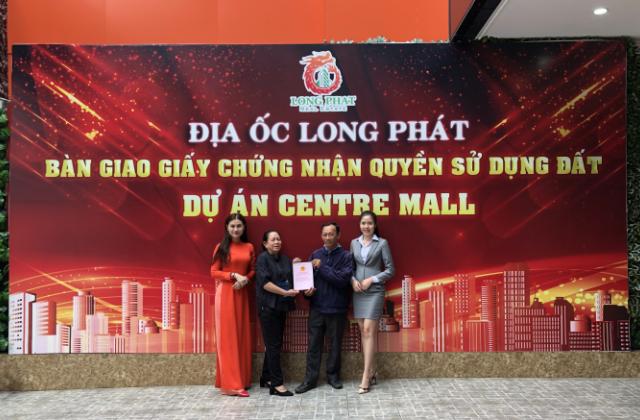 Địa Ốc Long Phát tổ chức lễ bàn giao sổ đỏ cho cư dân Centre Mall