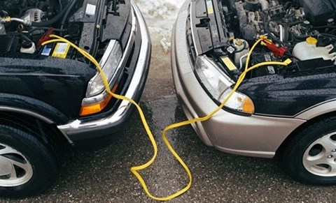 Những nguyên nhân cơ bản khiến ô tô bị chết ắc quy sau một đêm