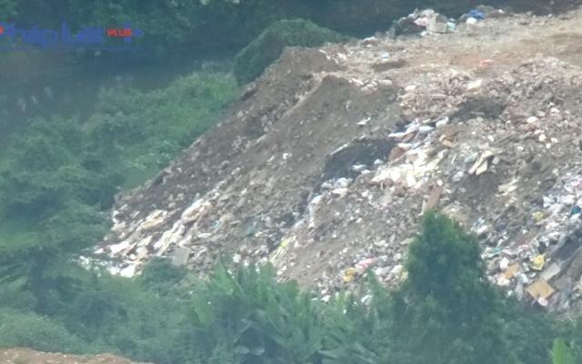 """""""Núi"""" phế thải cao như nhà tầng ở phường Xuân La"""