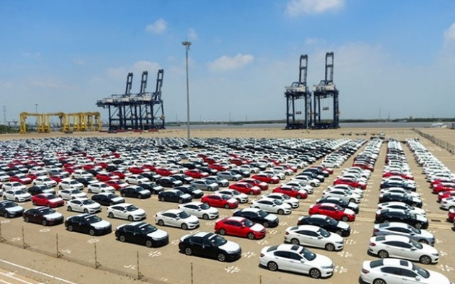 Slide - Điểm tin thị trường: Đề xuất cấm nhập khẩu ô tô tay lái bên phải, xe cũ trên 5 năm