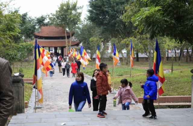 Bắc Giang: Đông đảo du khách đến tham quan, chiêm bái các điểm di tích nổi tiếng trên địa bàn huyện Yên Dũng