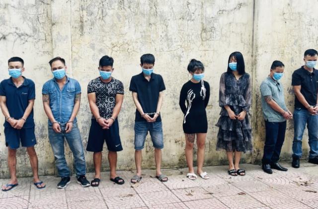 Thanh Hoá: Bắt giữ 8 nam thanh, nữ tú vẫn bay lắc ma tuý trong quán karaoke
