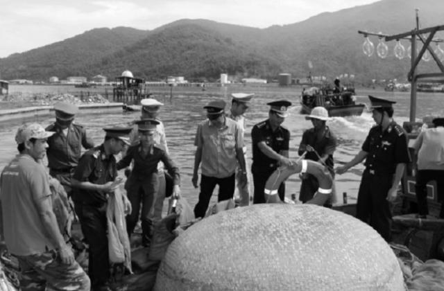 Đánh bắt tận diệt, nguy cơ cạn kiệt hải sản ven bờ