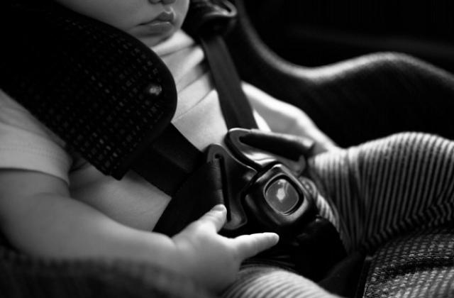 Những vụ trẻ em bị bỏ quên trên xe: Ranh giới của sự đãng trí hay cố tình?