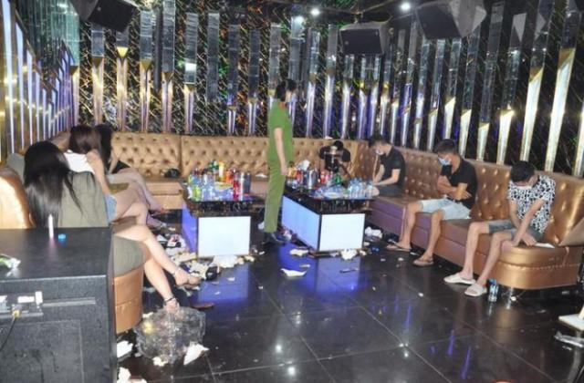 Bắt quả tang 50 đối tượng sử dụng ma túy tại quán karaoke