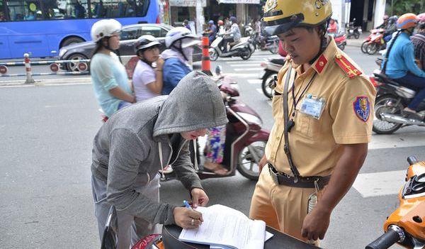 Đề xuất tăng mức xử phạt hành vi vi phạm giao thông đường bộ