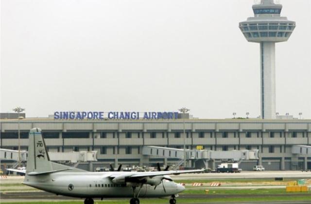 Sân bay Singapore náo loạn vì máy bay không người lái