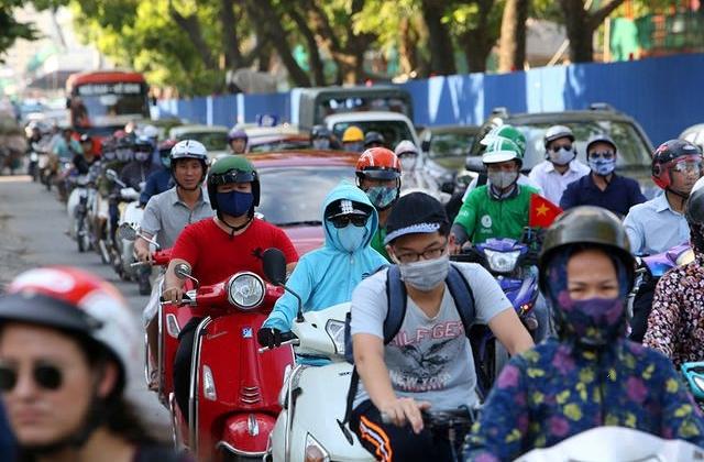Chật vật qua những công trường đường trên cao ở Hà Nội