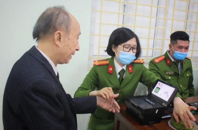 Hà Nội: Cấp căn cước công dân mẫu mới, nhân dân hoan hỉ