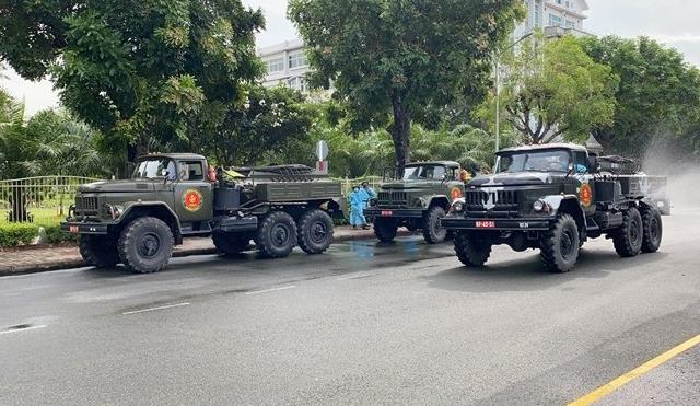 Quân đội tiến hành phun khử khuẩn TP Hồ Chí Minh trong 7 ngày