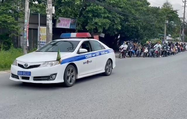 """Đồng Nai: """"Hộ tống"""" hơn 1.500 công nhân về Đắk Lắk"""