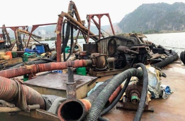 Quảng Ninh: Lực lượng chức năng Bộ Công an bắt giữ hàng loạt tàu khai thác cát trài phép