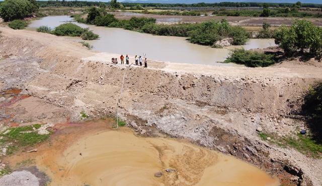 Công ty TNHH Thông Thuận khai thác đất trái phép gần 50.000m3