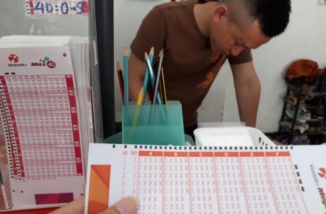 Một tấm vé số trúng độc đắc hơn 53 tỷ đồng được phát hành ở Hà Nội