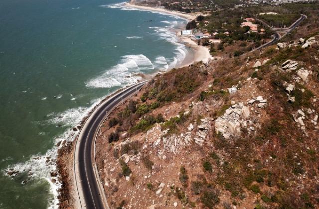 Khó hoàn thành 1.700km tuyến đường ven biển trong 5 năm