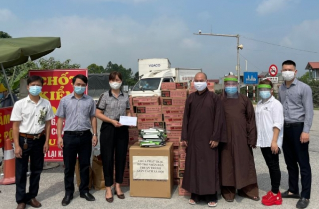 Bắc Ninh: Chùa Phật Tích ủng hộ các chốt kiểm soát dịch Covid-19